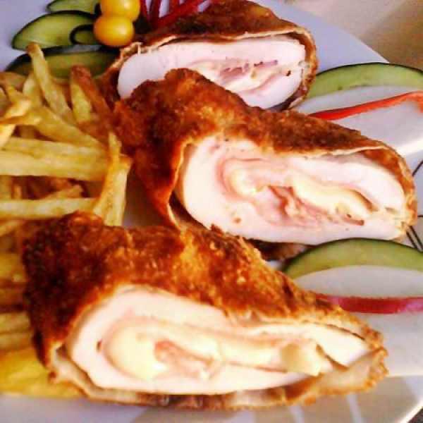 Sajttal, sonkával töltött pulykamell 1kg (fagyasztott) – Turkey filled with ham and cheese