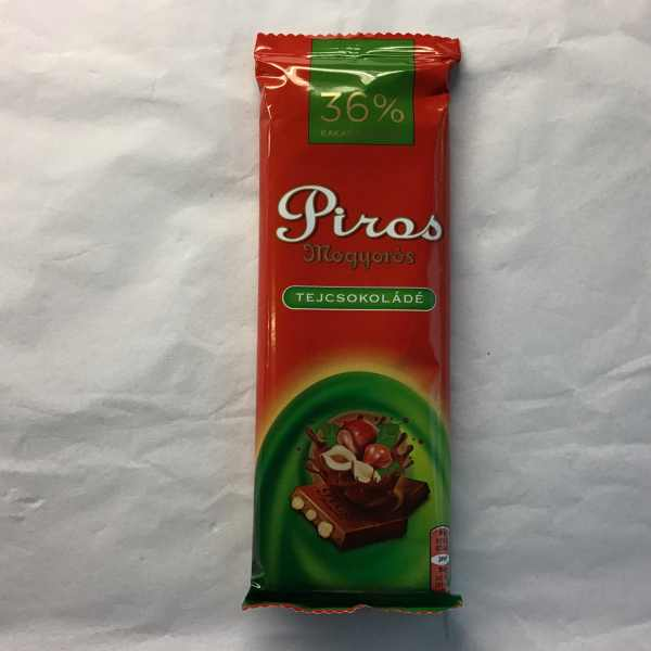 Piros Mogyorós / Chocolate with whole nut