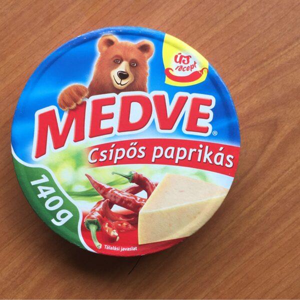 Medve Kockasajt Csipöspaprikas 140g – Cheese triangle chilli